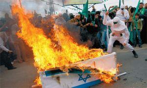 palestijnen_verbranden_grafkist_met_israel_vlag
